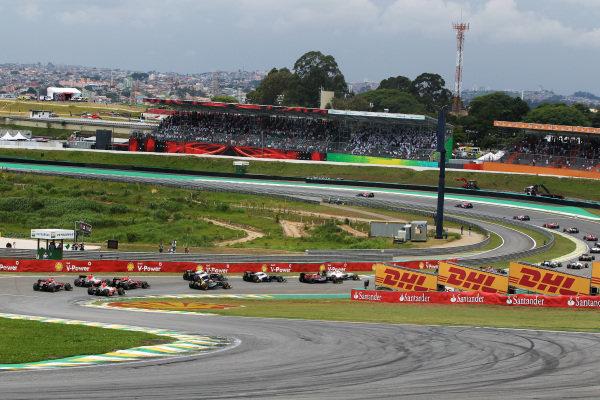 The start of the race. Formula One World Championship, Rd 19, Brazilian Grand Prix, Race, Interlagos, Sao Paulo, Brazil, Sunday 27 November 2011.