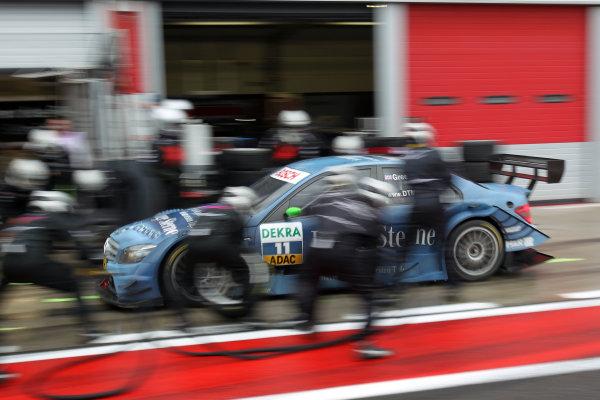 Pit stop for Jamie Green (GBR), Junge Sterne AMG Mercedes, Junge Sterne AMG Mercedes C-Klasse (2008).DTM, Rd10, Adria International Raceway, Italy. 29-31 October 2010 World Copyright: LAT Photographicref: dne1031oc119