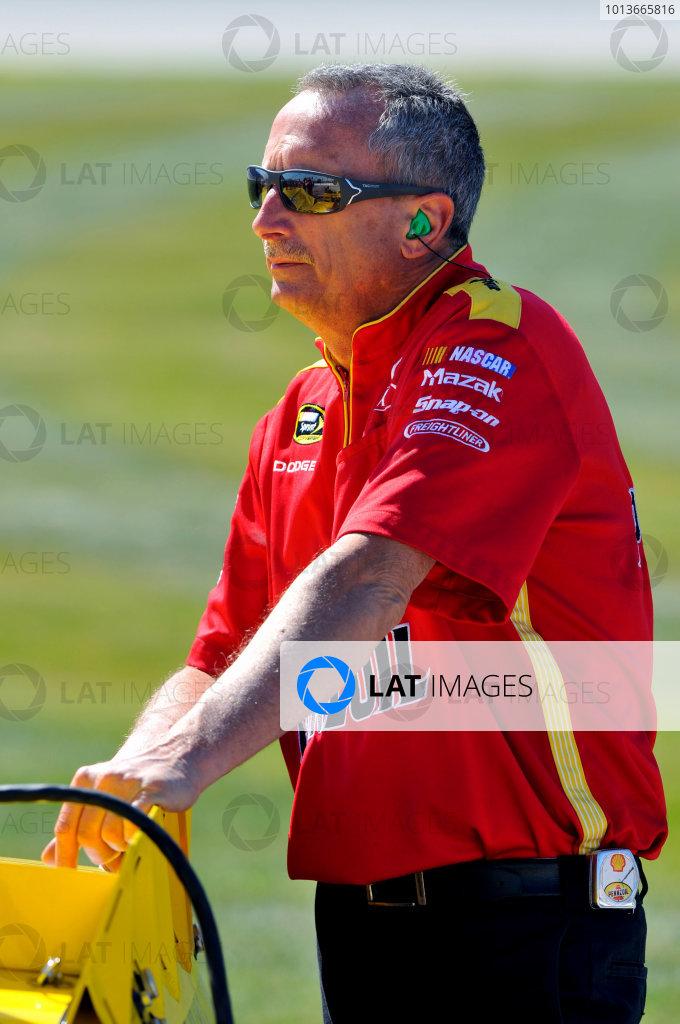 16-18 September, 2011, Joliet, Illinois USAKurt Busch crew member(c)2011, LAT SouthLAT Photo USA