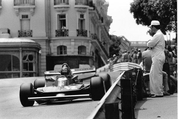 1979 Monaco Grand Prix. Monte Carlo, Monaco. 27 May 1979. Gilles Villeneuve (Ferrari 312T4) retired, close to the barrier, action.  World Copyright: LAT Photographic Ref: L79/814/32