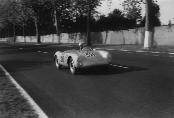 Le Mans, France. 11 - 12 June 1955.Walter Ringgenberg/Hans-Jorg Gilomen (Porsche 550 Spyder), retired, action. World Copyright: LAT Photographic.Ref:  301 - 33.