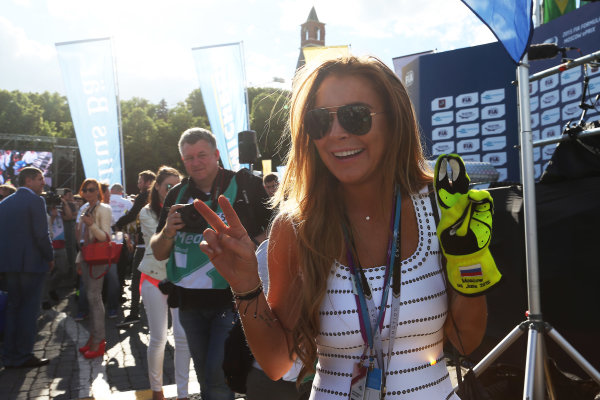 2014/2015 FIA Formula E Championship. Moscow ePrix, Moscow, Russia. Saturday 6 June 2015 Nelson Piquet Jr (BRA)/China Racing - Spark-Renault SRT_01E hands his gloves to Lindsay Lohan on the podium. Photo: Jed Leicester/LAT/Formula E ref: Digital Image JL1_9819