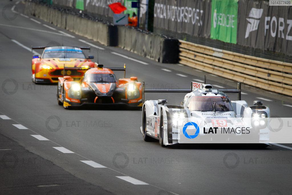 2015 24heures de Le Mans. Porsche Team (Porsche 919 Hybrid - LMP1), Nico Hulkenberg, Earl Bamber, Nick Tandy.  Qualifying Afternoon Session. Circuit Des 24 Heures, Le Mans, France, Europe. Thursday 11 June 2015  Photo: Adam Warner/LAT/Formula E ref: Digital Image _A8C0644