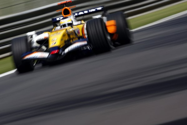 2007 Italian Grand Prix - Friday PracticeAutodromo di Monza, Monza, Italy.7th September 2007.Giancarlo Fisichella, Renault R27. Action. World Copyright: Lorenzo Bellanca/LAT Photographicref: Digital Image _64I5085