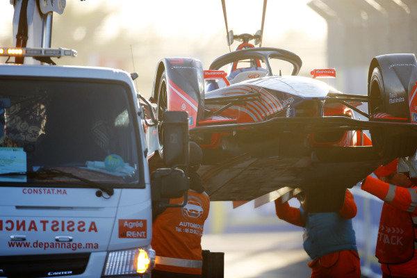 Marshals recover the car of Pascal Wehrlein (DEU), Mahindra Racing, M5 Electro