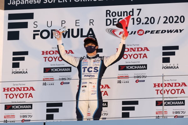 2020 Rookie of the year Toshiki Oyu ( #65 TCS NAKAJIMA RACING, Dallara SF 19 Honda ), 2nd place, celebrates on the podium
