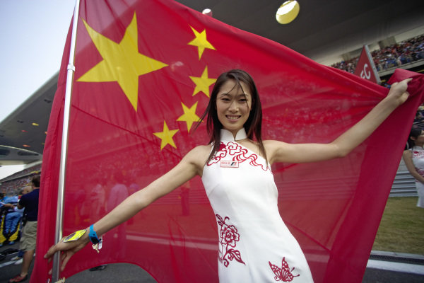 A grid girl holds the Chinese flag.