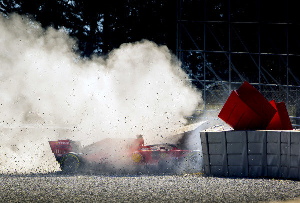 Sebastian Vettel, Ferrari SF90, crashes at Turn 3