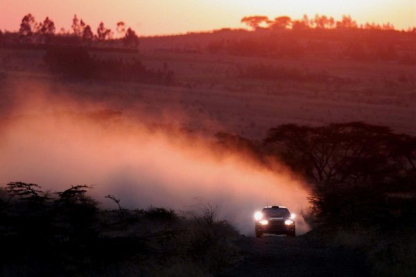 2000 World Rally ChampionshipRound 3, Safari WRC25th - 27th Feb 2000Richard Burns, Subaru Impreza - action.Photo: McKleinTel: +44 (0)181 251 3000Fax: +44 (0)181 251 3001Somerset House,Somerset Road,Teddington,Middlesex,TW11 8RUUnited Kingdon.