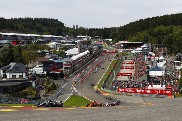 Lewis Hamilton, Mercedes AMG F1 W09, leads Sebastian Vettel, Ferrari SF71H, Esteban Ocon, Racing Point Force India VJM11, Sergio Perez, Racing Point Force India VJM11, and the rest of the pack at the start.