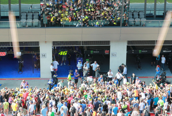 Valentino Rossi, Yamaha Factory Racing with fans.