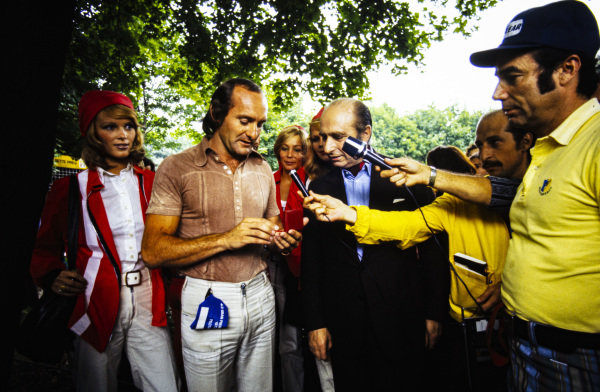 Racing legend Jan Manuel Fangio presents Mike Hailwood with an award.