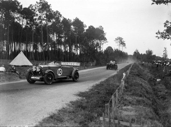 Brian Lewis / Johnny Hindmarsh, Fox & Nicholl, Talbot AV105, leads Anthony Bevan / Mike Couper, G. Bevan, Bentley 4½.