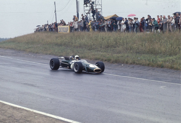 1967 Canadian Grand Prix.Mosport Park, Ontario, Canada.25-27 August 1967.Jack Brabham (Brabham BT24 Repco) 1st position.Ref-67 CAN 11.World Copyright - LAT Photographic