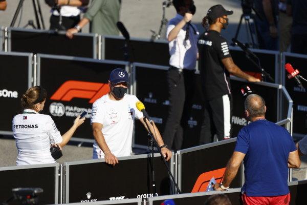 Valtteri Bottas, Mercedes-AMG Petronas F1 and Lewis Hamilton, Mercedes-AMG Petronas F1 speak to the media