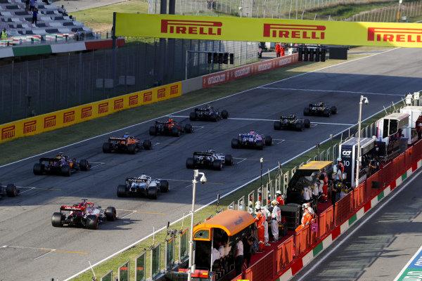 Lewis Hamilton, Mercedes F1 W11 EQ Performance leads Valtteri Bottas, Mercedes F1 W11 EQ Performance and Daniel Ricciardo, Renault R.S.20 at the second restart