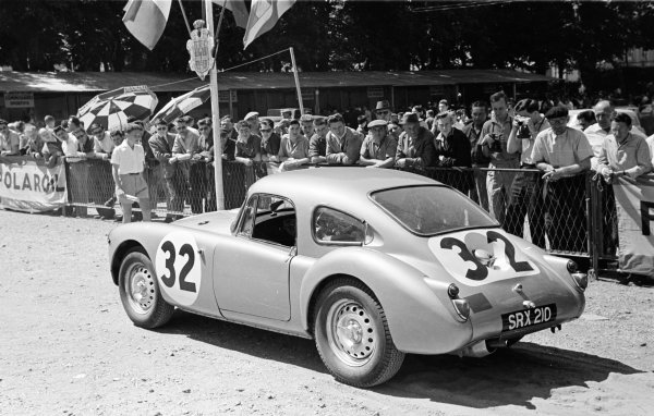 Le Mans, France. 25-26 June 1960. Ted Lund/Colin Escott (MG A Twin Cam), 12th position. Ref-861M/18A. World Copyright - LAT Photographic