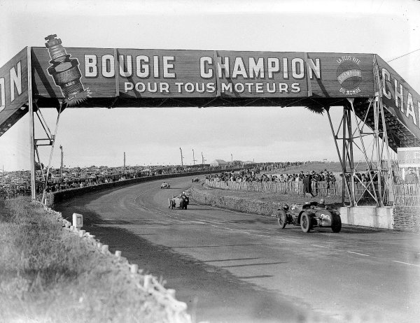 Le Mans, France. 15-16 June 1935.Jean Trevoux/Rene Carriere (Riley mph), 7th position.Ref-Motor 800/104.World Copyright: LAT Photographic.