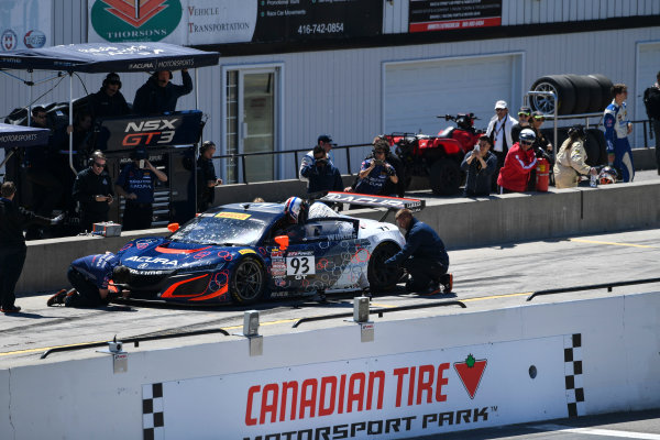 Pirelli World Challenge Victoria Day SpeedFest Weekend Canadian Tire Motorsport Park, Mosport, ON CAN Saturday 20 May 2017 Peter Kox/ Mark Wilkins pit stop World Copyright: Richard Dole/LAT Images ref: Digital Image RD_CTMP_PWC17094