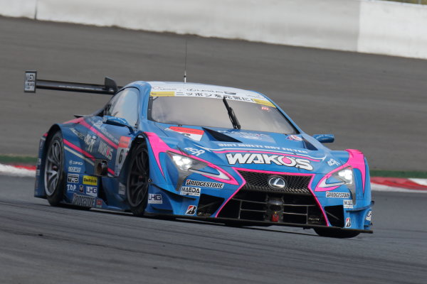 2017 Japanese Super GT Series. Fuji, Japan. 6th - 7th April 2017. Rd 2. GT500 2nd position Kazuya Oshima & Andrea Caldarelli ( #6 WAKO'S 4CR LC500 ) action World Copyright: Yasushi Ishihara / LAT Images. Ref: 2017SGT_Rd2_06