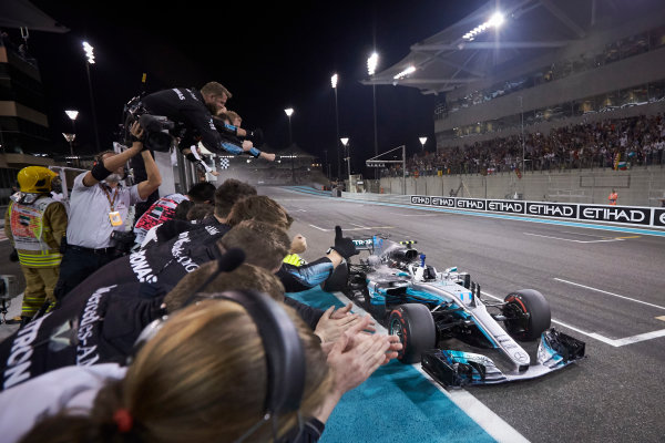 Yas Marina Circuit, Abu Dhabi, United Arab Emirates. Sunday 26 November 2017. Valtteri Bottas, Mercedes F1 W08 EQ Power+, 1st Position, crosses the line for victory to the delight of his team. World Copyright: Steve Etherington/LAT Images  ref: Digital Image SNE21047