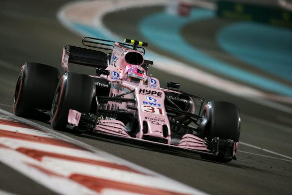 Yas Marina Circuit, Abu Dhabi, United Arab Emirates. Sunday 26 November 2017. Esteban Ocon, Force India VJM10 Mercedes. Photo: Charles Coates/Williams ref: Digital Image DJ5R3497