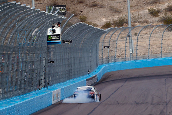Monster Energy NASCAR Cup Series TicketGuardian 500 ISM Raceway, Phoenix, AZ USA Sunday 11 March 2018 Kevin Harvick, Stewart-Haas Racing, Ford Fusion Jimmy John's celebrates his win with a burnout World Copyright: Russell LaBounty NKP / LAT Images