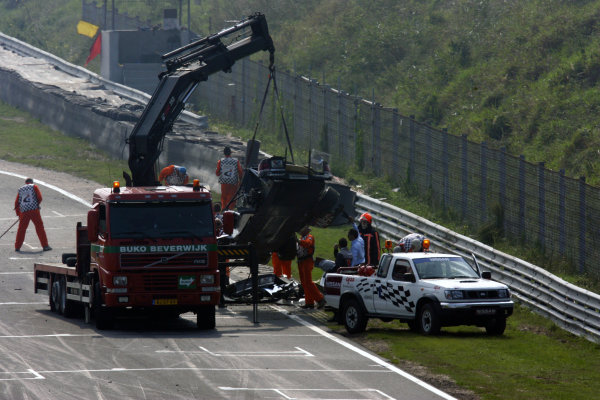 2004 DTM ChampionshipZandvoort, Netherlands. 4th - 5th September.Peter Dumbreck (OPC Phoenix Opel Vectra GTS) wrecked car isrecovered after his huge crash.World Copyright: Andre Irlmeier/LAT Photographicref: Digital Image Only