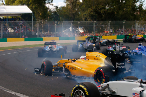 Albert Park, Melbourne, Australia. Sunday 20 March 2016. Sparks fly from the damaged front wing of Kevin Magnussen, Renault RE16, at the start. World Copyright: Sam Bloxham/LAT Photographic ref: Digital Image _L4R5052