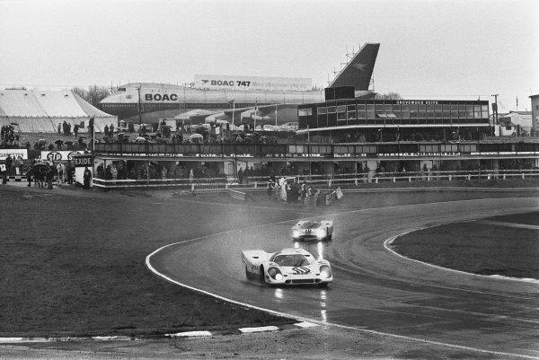 1970 BOAC Brands Hatch 1000 Kms. Brands Hatch, England. 12th April 1970. Vic Elford / Denny Hulme (Porsche 917K), 2nd position leads Pedro Rodriguez / Leo Kinnunen (Porsche 917K), 1st position, action.  World Copyright: LAT Photographic. Ref: L70 - 280 - 35A.