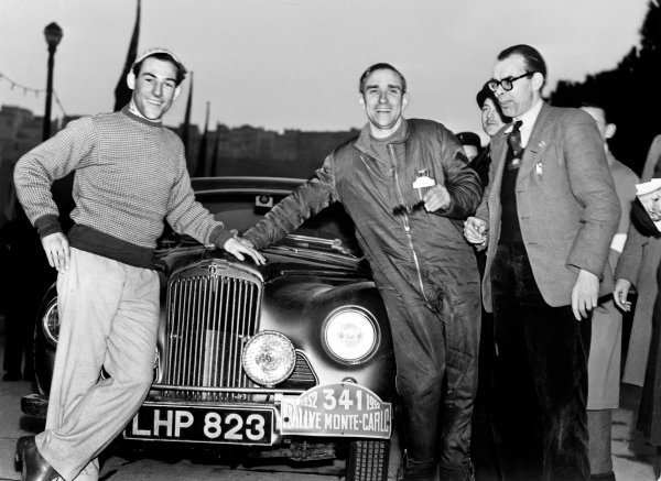 Monte Carlo, Monaco. 22nd January - 29th January 1952. Stirling Moss (Sunbeam- Talbot 90) with John Cooper (Autocar) and Desmond Scannell (Secretary of the BRDC), 2nd position, portrait. World Copyright: LAT Photographic. Ref: C30988.