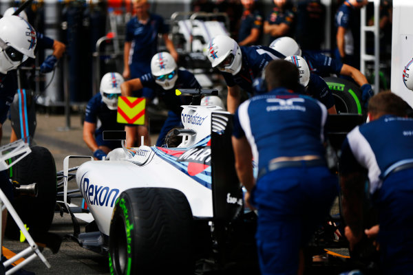 Hockenheim, Germany. Thursday 28 July 2016. The Williams team makes a practice pit stop. World Copyright: Andy Hone/LAT Photographic ref: Digital Image _ONZ4816