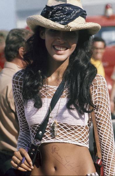 1973 Brazilian Grand Prix.  Interlagos, Sao Paulo, Brazil. 9-11th February 1973.  A Ronnie Peterson fan shows off his signature.  Ref: 73BRA28. World Copyright: LAT Photographic