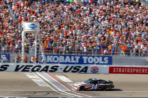 9-11 March, 2012, Las Vegas, Nevada USATony Stewart checkered flag(c)2012, LAT SouthLAT Photo USA