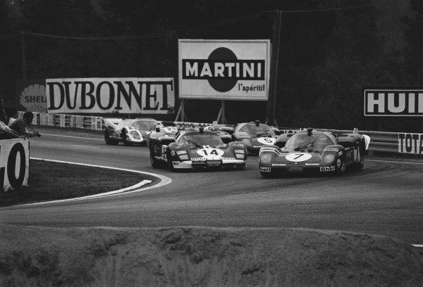 Le Mans, France. 13th - 14th June 1970. Derek Bell / Ronnie Peterson, Ferrari 512S, retired, leads Jo Bonnier / Reine Wisell, Ferrari 512S, retired, action.  World Copyright: LAT Photographic. Ref:  3146 - 26.