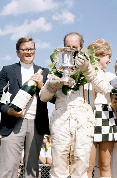 1970 Can-Am Challenge Cup.CanAm race. Watkins Glen, New York State, United States (USA). 12 July 1970.Denny Hulme (McLaren M8D-Chevrolet), 1st position. Podium, champagne.World Copyright: LAT PhotographicRef: 35mm transparency 70CANAM10
