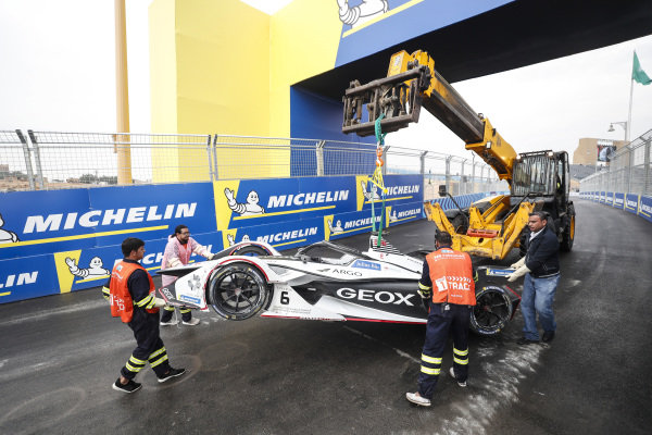 Recovery of Maximilian Günther (DEU), Dragon Racing, Penske EV-3 car