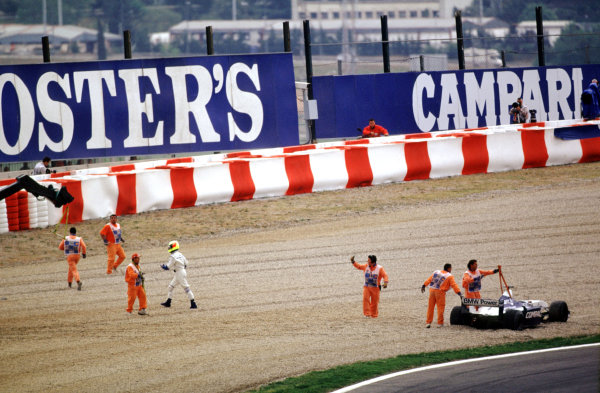 2001 Spanish Grand PrixCatalunya, Barcelona, Spain. 27-29 April 2001.Ralf Schumacher (Williams BMW) abandons his car after he went off into the gravel.World Copyright - LAT Photographicref: 35mm Image