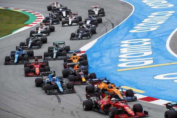 Charles Leclerc, Ferrari SF21, leads Daniel Ricciardo, McLaren MCL35M, Esteban Ocon, Alpine A521, Sergio Perez, Red Bull Racing RB16B, Carlos Sainz, Ferrari SF21, and the remainder of the field at the start