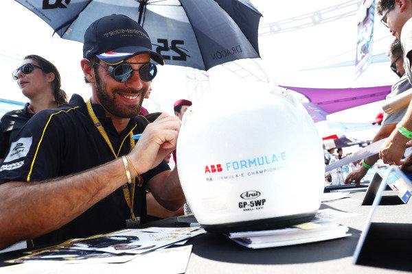 Jean-Eric Vergne (FRA), TECHEETAH, Renault Z.E. 17, signs a helmet