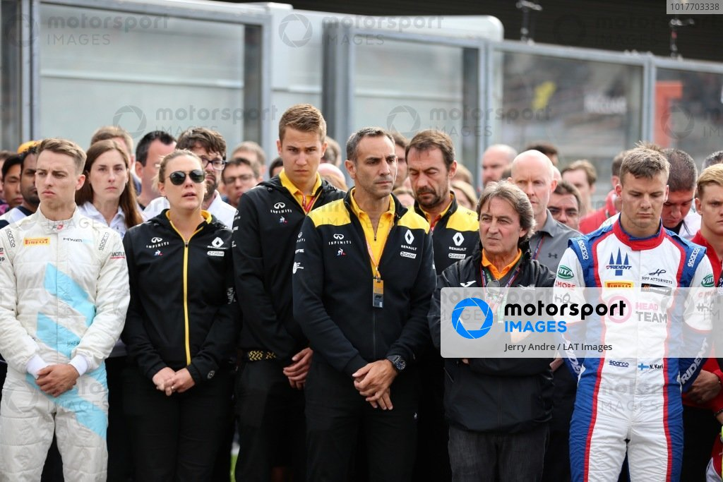 Callum Ilott (GBR, SAUBER JUNIOR TEAM BY CHAROUZ), Cyril Abiteboul, Managing Director, Renault F1 Team and Anthoine Hubert (FRA, BWT ARDEN) stand on the grid for the memorial of Anthoine Hubert (FRA, BWT ARDEN)