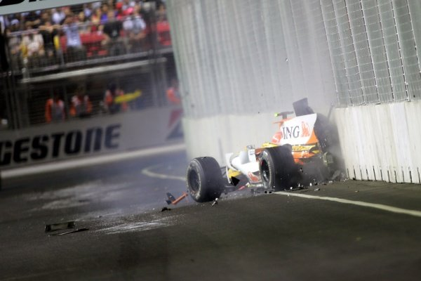 Nelson Piquet Jr. (BRA) Renault R28 crashes into the wall.