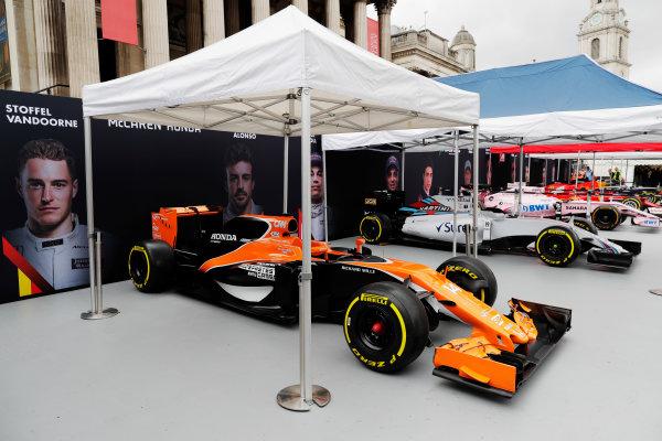 F1 Live London. London, United Kingdom. Wednesday 12 July 2017. McLaren, Williams and Force India Formula 1 cars in Trafalgar Square ahead of a London demonstration run. World Copyright: Zak Mauger/LAT Images ref: Digital Image: _56I5439