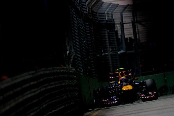 Marina Bay Circuit, Singapore.24th September 2011.Mark Webber, Red Bull Racing RB7 Renault. Action. World Copyright:Glenn Dunbar/LAT Photographicref: Digital Image _G7C6598
