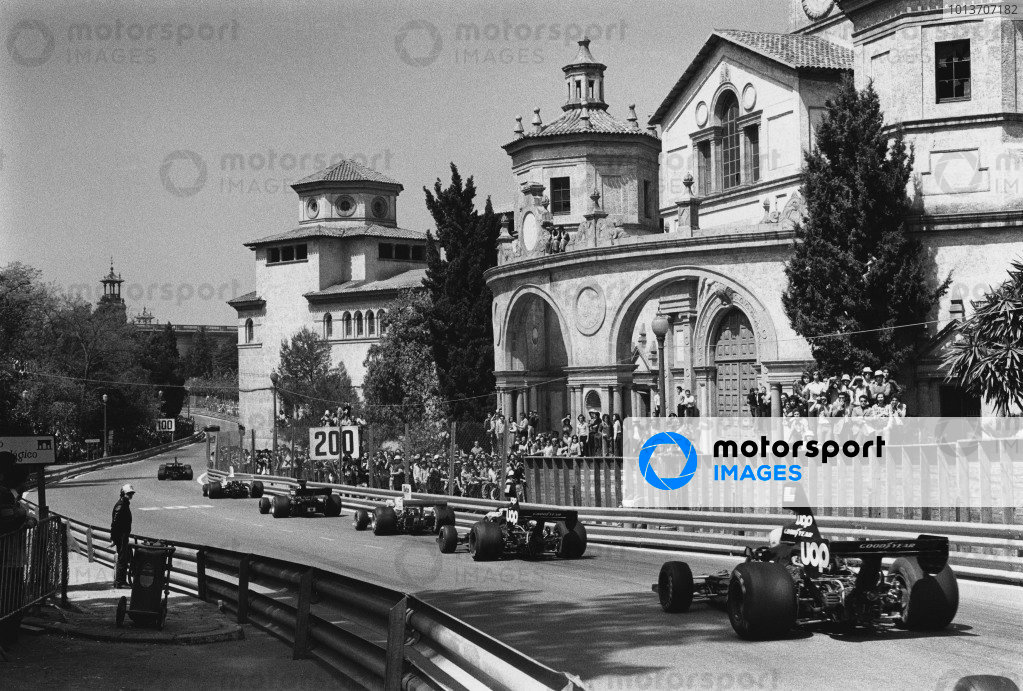 Montjuich Park, Spain. 27 April 1975.Tom Pryce (Shadow DN5-Ford), retired, follows team mate Jean-Pierre Jarier (Shadow DN5_Ford), 4th position, action. World Copyright: LAT Photographic.Ref:  L75 - 929 - 16A.
