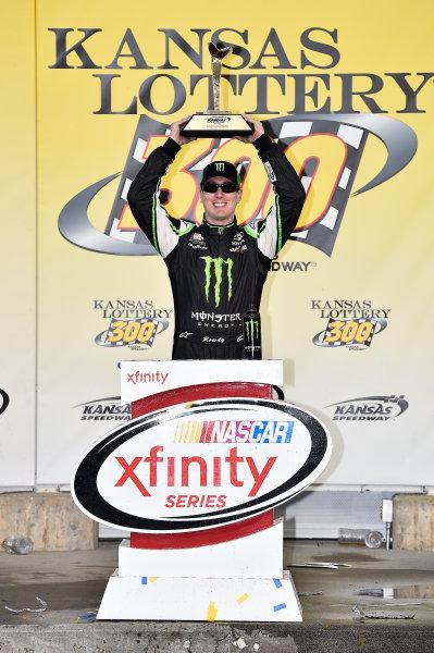 16-17 October, 2015, Kansas City, Kansas USA Kyle Busch, Monster Energy Toyota Camry (54) celebrates in victory lane. ©2015 John Harrelson / LAT Photo USA