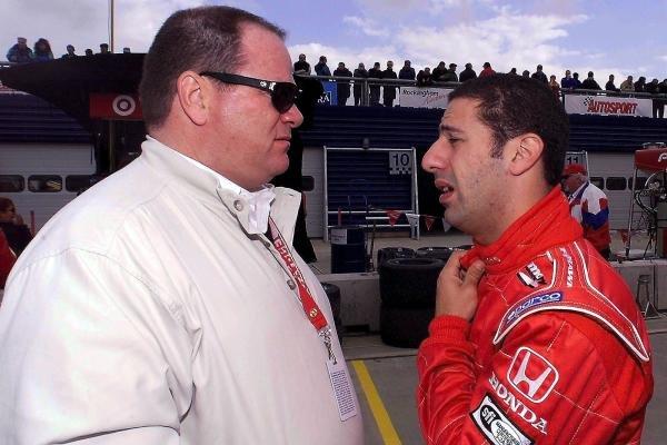 Chip Ganassi (USA) and Tony Kanaan (BRA) talk about the condition of their friend, Alex Zanardi (ITA), at the Rockingham Speedway.Rockingham, England. 21 September 2001.DIGITAL IMAGE