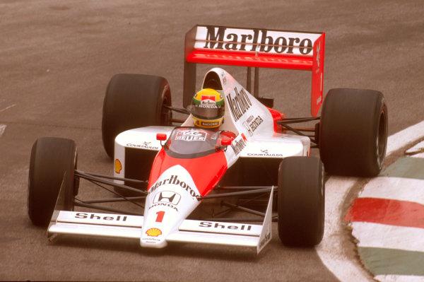 Mexico City, Mexico.26-28 May 1989.Ayrton Senna (McLaren MP4/5 Honda) 1st position.Ref-89 MEX 05.World Copyright - LAT Photographic