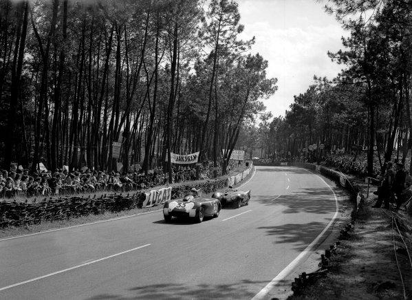1955 Le Mans 24 hours.Le Mans, France. 11-12 June 1955.Michael Keen/Tommy Line (Bristol 450C) leads Eric Thompson/Kenneth McAlpine (Connaught AL/SR).Ref-Motor 716/7.World Copyright - LAT Photographic