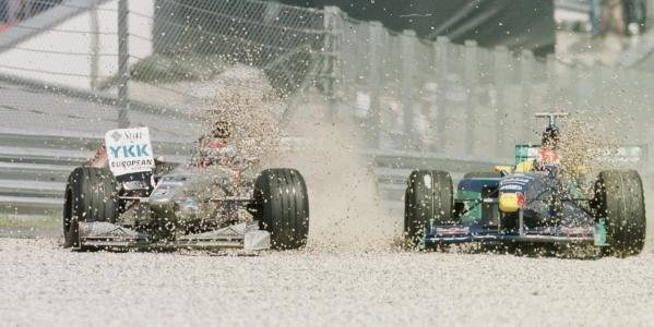 1998 Austrian Grand Prix.A1-Ring, Zeltweg, Austria.24-26 July 1998.Esteban Tuero (Minard M198 Ford) and Johnny Herbert (Sauber C17 Petronas Ferrari) crash at the start.World Copyright - Steve Etherington/LAT Photographic